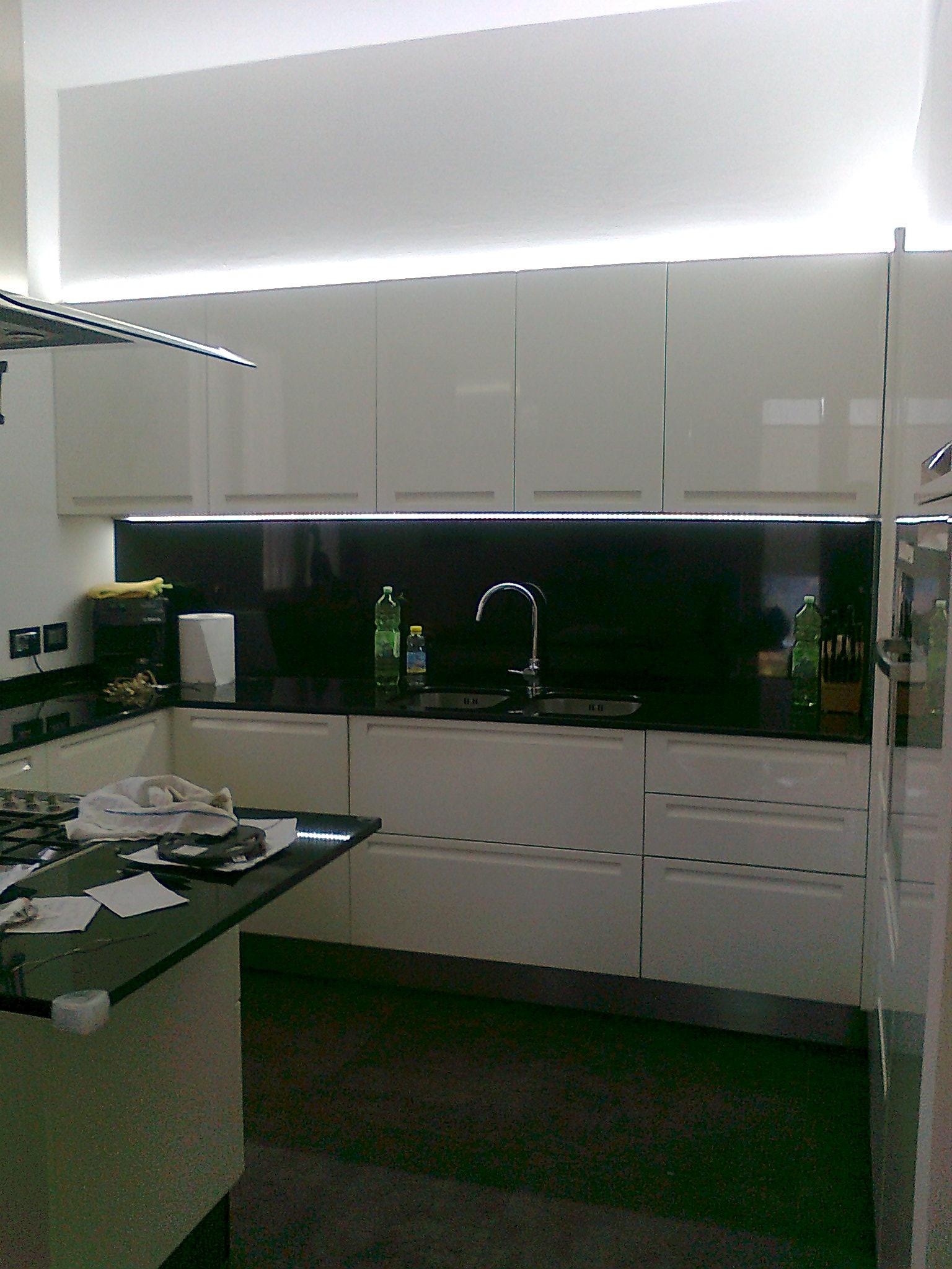 Emejing illuminazione cucina led contemporary design - Illuminazione led cucina ...