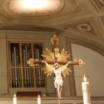 CROCIFISSO E AFFRESCO ILLUMINATO CON LAMPADE QR111